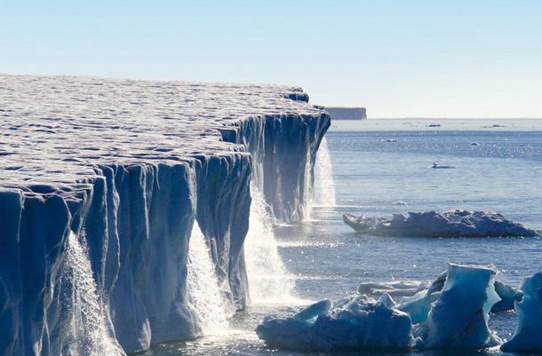 vodopady-lednika-svalbard-v-norvegii