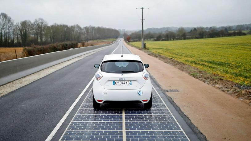 Французский городок ввел в эксплуатацию первую «солнечную дорогу»
